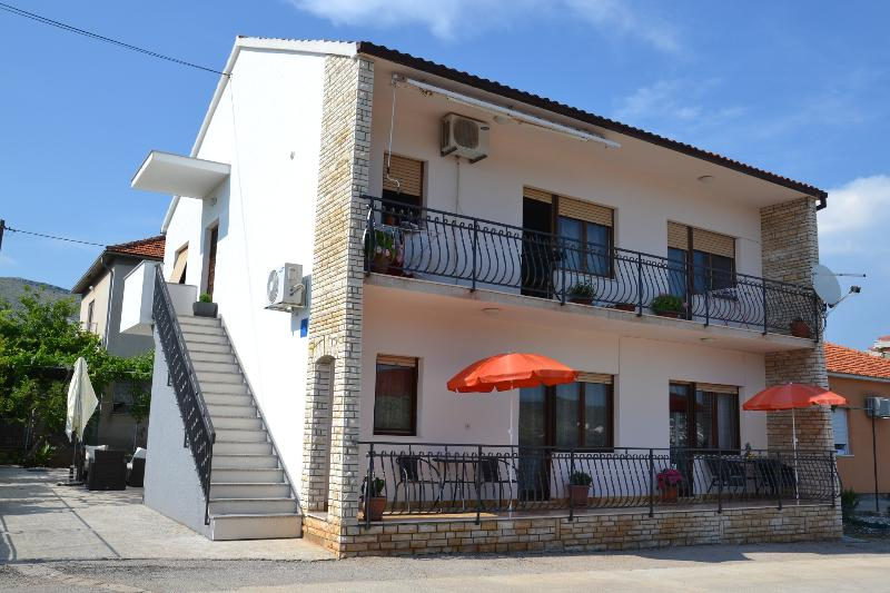 view (house and surroundings) - 34985  A1(2+2) - Trogir - Trogir - rentals