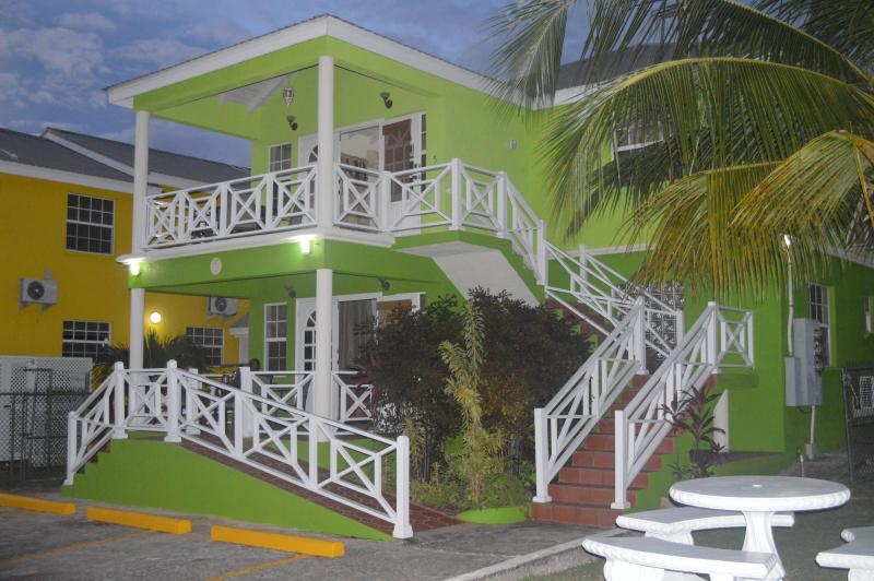 The Vibrant 3 Bedroom Units - Best E Villas Three Bedroom Apt Prospect St.James - Prospect - rentals