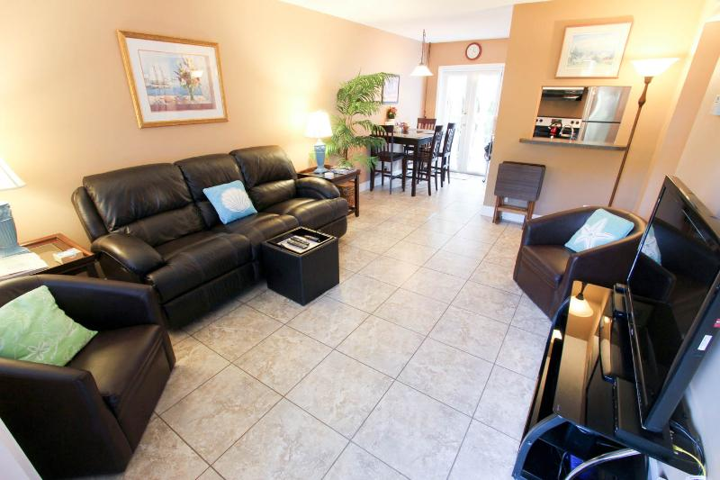 living room - Victoria Park Tropical Oasis ~  2/1 ~ Mins to Beac - Fort Lauderdale - rentals