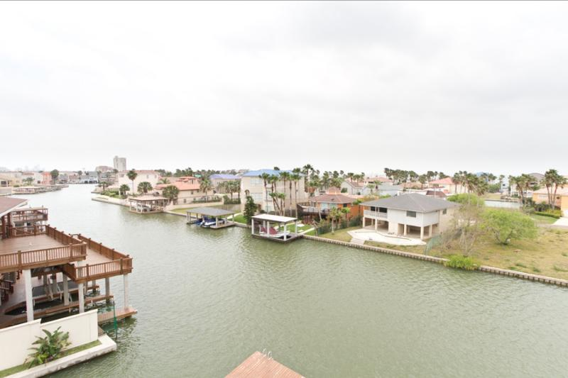 Las Marinas Condos- New addition hidden and tucked away in our channel allowing boat owners to easily dock boats up to 21'. - Las Marinas #408 - South Padre Island - rentals