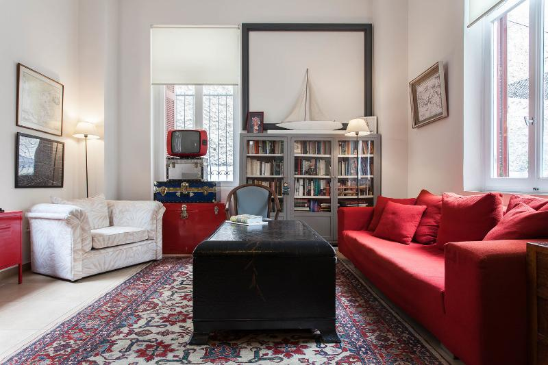 Living Room - Alice Inn Athens - Super cool & perfect location! - Athens - rentals