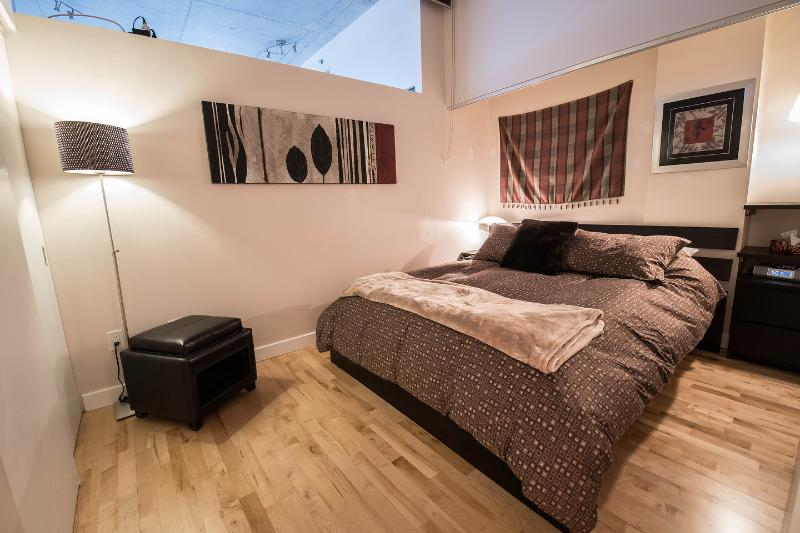The Master Bedroom - Downtown Suite-02 - Historical Old Montreal - Montreal - rentals