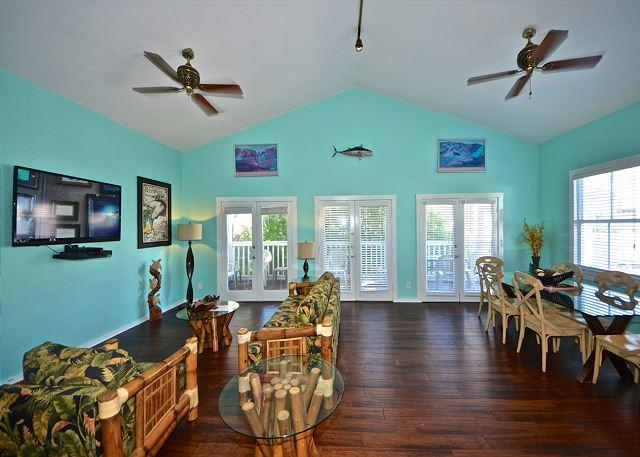 Wide open living area with welcoming accents and vaulted ceilings - Casa Key West- Extra Large Condo Located On Duval St. - Key West - rentals