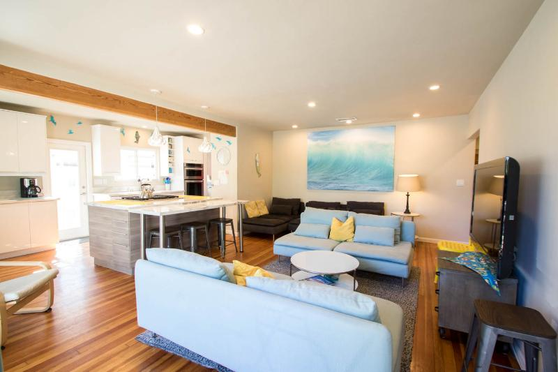 MIDWEEK DEALS: Blocks 2 MISSION BAY, CROWN POINT SHORES & Restaurants - Image 1 - Pacific Beach - rentals