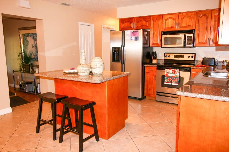 kitchen - Immaculate and Incredibly Peaceful Lakefront House - Tampa - rentals
