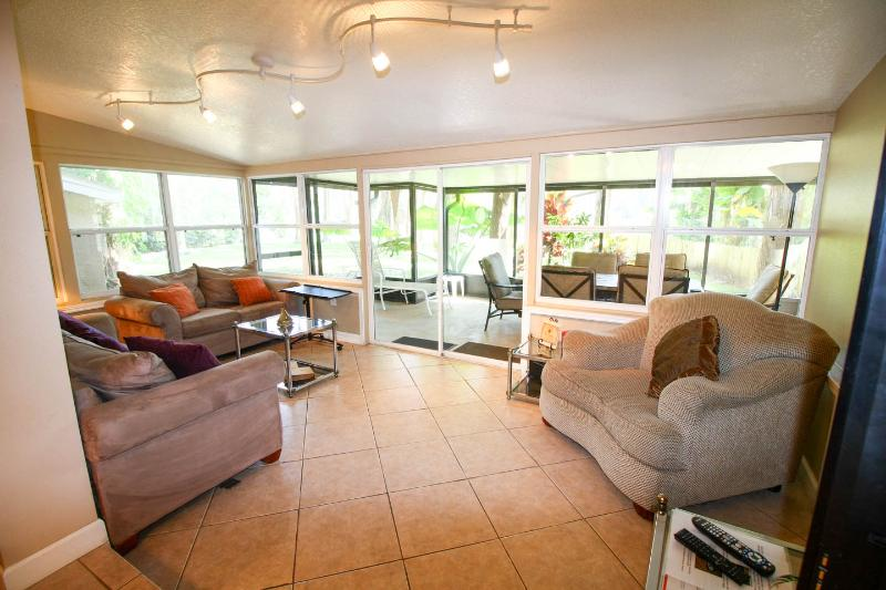 Living room overlooking the screened lanai and lake - Immaculate and Incredibly Peaceful Lakefront House - Tampa - rentals