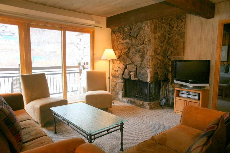Living-room - Beautiful 2 Bedroom, 2 Bathroom Condo in Aspen (Aspen 2 Bedroom, 2 Bathroom Condo (Lift One - 407 - 2B/2B)) - Aspen - rentals
