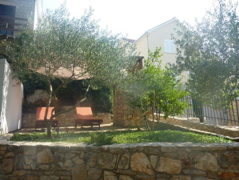 courtyard - 5848  H(4+2) - Cove Osibova (Milna) - Cove Osibova (Milna) - rentals