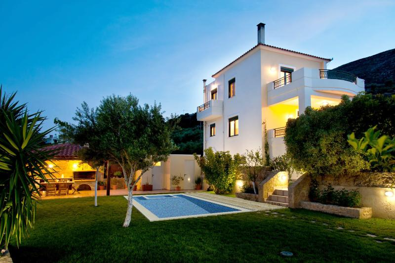 Lovely in the evening !BBQ in the garder privacy! - Superb Villa Georgia - Full Privacy -Pool&Jet Spa! - Afrata - rentals