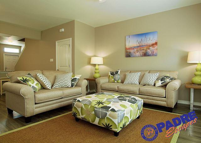 Living Area - Spacious townhouse that sleeps 10 guests & offers lots of amenities! - Corpus Christi - rentals