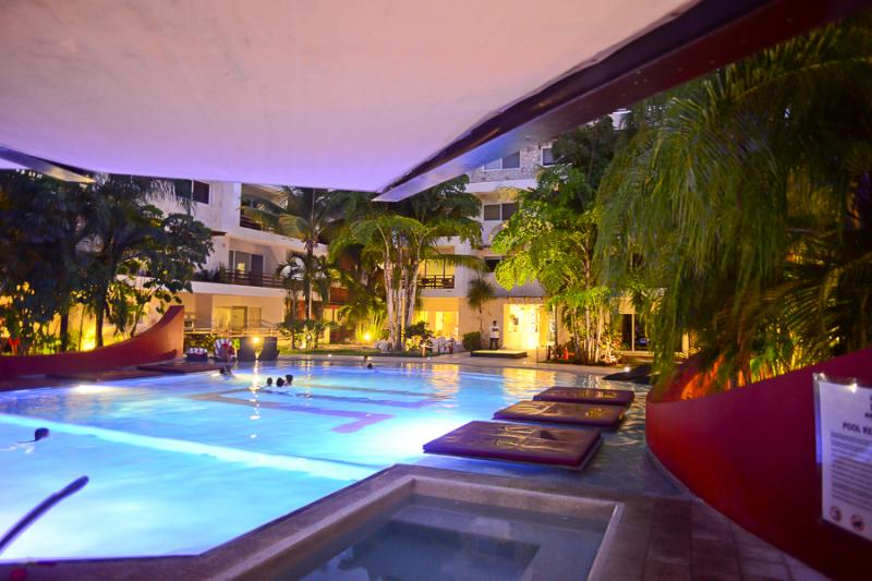 The pool by night, it has a really calm ambience - CLOSE TO MAMITAS BEACH! Perfect for families! - Playa del Carmen - rentals