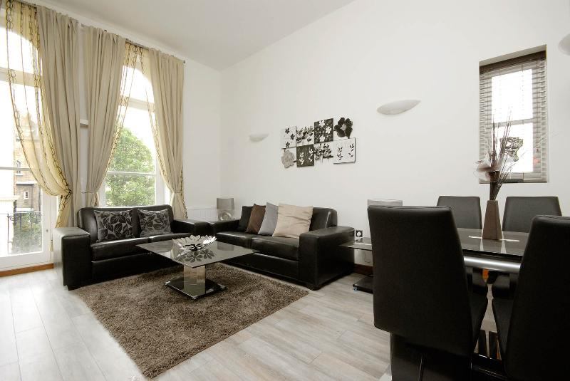 3BR Furnished Suites Walk to Westbourne Grove & Notting Hill - Image 1 - London - rentals