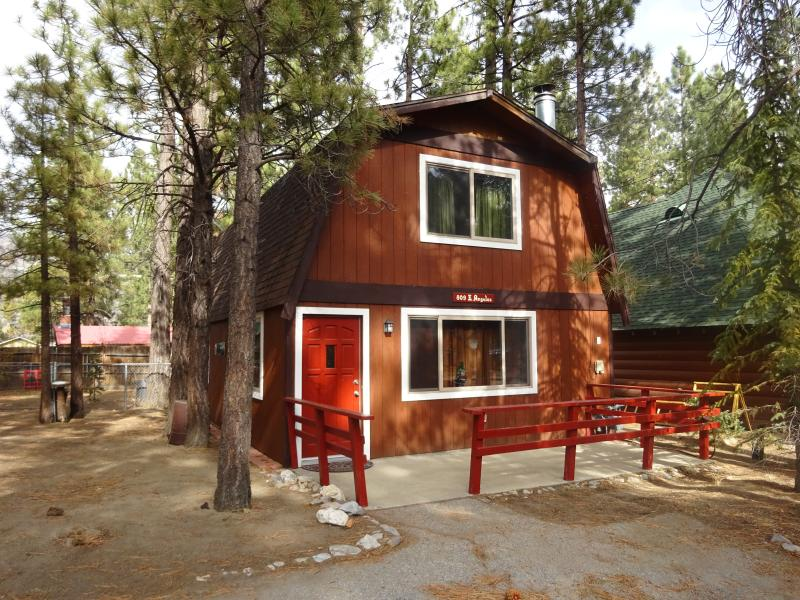 Angel Cabin - 2 Bedrooms, Large Fenced Backyard - Image 1 - Big Bear Lake - rentals