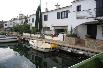 Holiday House by the Canal in Empuriabrava. - 5216 - Image 1 - Empuriabrava - rentals