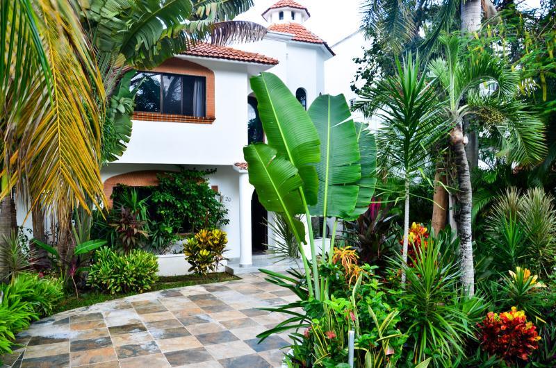 MAYAN VILLA CASTILLO BLANCO 4 - Image 1 - Playa del Carmen - rentals