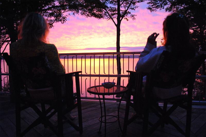 A Million Dollar Sunset - Locke's Glen on the Lake - Lower Level - Geneva - rentals