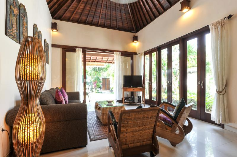 FULLY AIR CONDITIONED LIVING ROOM WITH DOORS OPENING TO THE GARDEN. - VILLA PAGI. 2 BDRM POOL GARDEN 250 MTRS FROM BEACH - Sanur - rentals