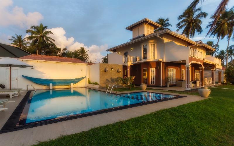 House and Swimming pool - Villa Riina-Luxury beach villa with swimming pool - Ambalangoda - rentals