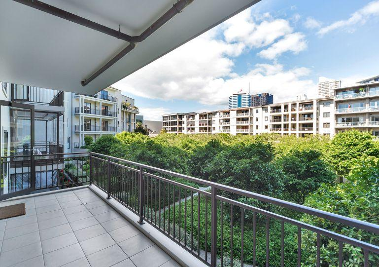Overlooking a private park - Two Bedroom Sunny Apartment in Viaduct Area of Auckland Overlooking Private Park. - Auckland - rentals