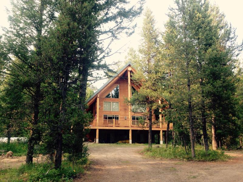 Solitude At Elk Run Exterior - Rustic & Secluded Cabin | Sleeps 12 people | 5 bedrooms | - Island Park - rentals