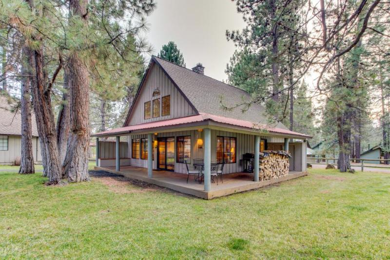 Gorgeous home w/ SHARC access - shared pools & hot tub - convenient location! - Image 1 - Sunriver - rentals