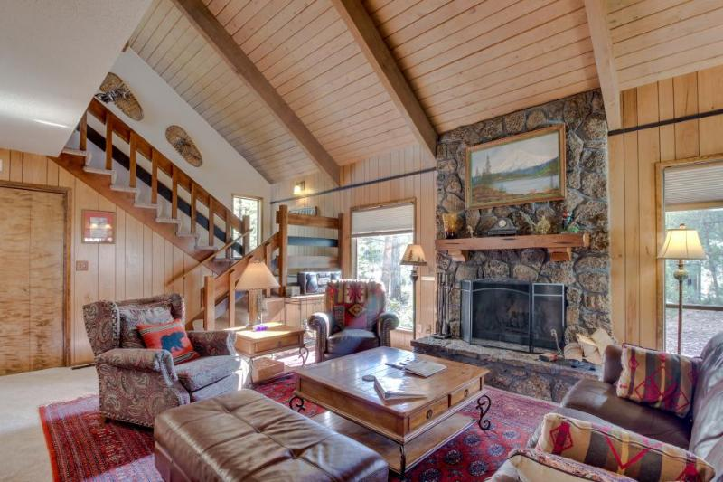 Pet-friendly, access to SHARC amenities, quiet location - Image 1 - Sunriver - rentals