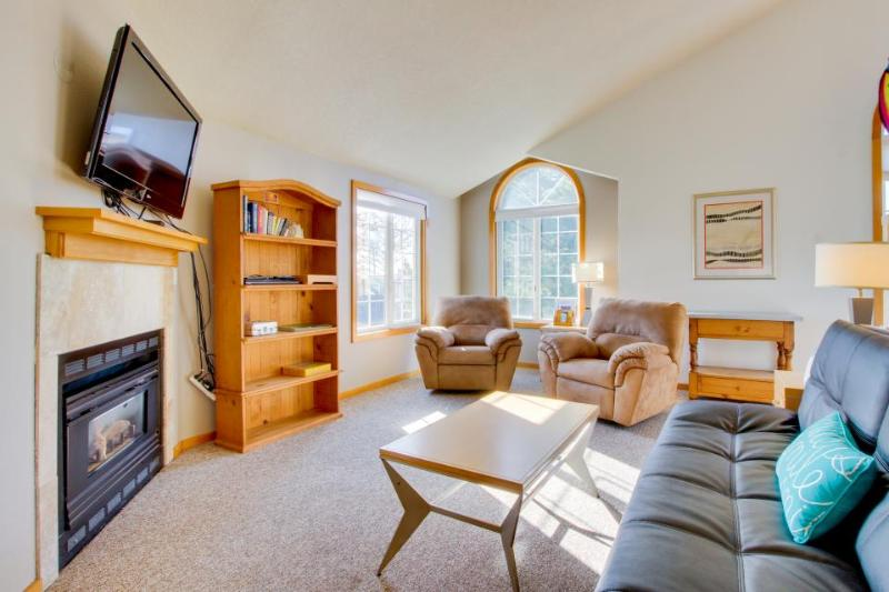 Condo w/ ocean views, close beach access, gas fireplace! - Image 1 - Cannon Beach - rentals
