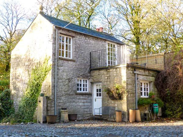 STABLE BOYS COTTAGE, detached, ground floor bedroom, WiFi, balcony, Burton-in-Kendal, Ref 903928 - Image 1 - Burton-in-kendal - rentals