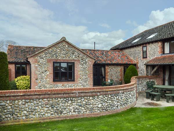THE MANNINGTON, all ground floor, close to coast, use of swimming pool, Cromer, Ref 912850 - Image 1 - Cromer - rentals