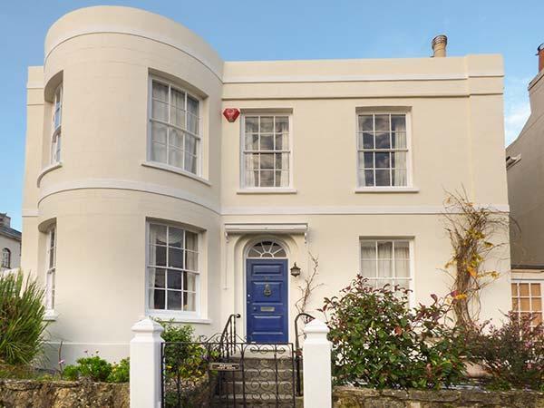 BURFORD HOUSE, spacious Georgian villa, garden, close beach, Ryde Ref 917394 - Image 1 - Ryde - rentals