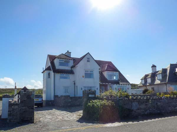 Y NYTH, coastal detached property, six bedrooms, three sitting rooms, ideal for families, in Trearddur Bay, Ref 921679 - Image 1 - Trearddur Bay - rentals
