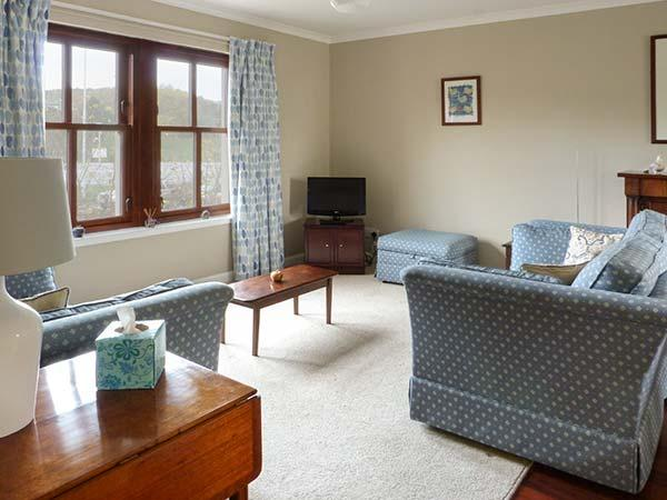 THE COURTYARD, first floor apartment, off road parking, WiFi, in Aberdour, Ref 923190 - Image 1 - Aberdour - rentals