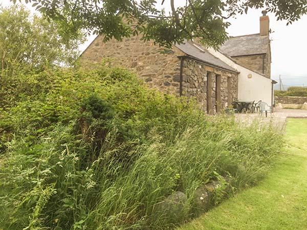 BOD RHIW detached cottage with games room, woodburner, gardens in Aberdaron Ref 922923 - Image 1 - Aberdaron - rentals