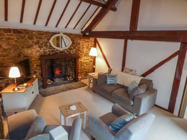 CWM HEAD COURT, woodburner, WiFi, character cottage surrounded by walks, Church Stretton, Ref. 925198 - Image 1 - Church Stretton - rentals