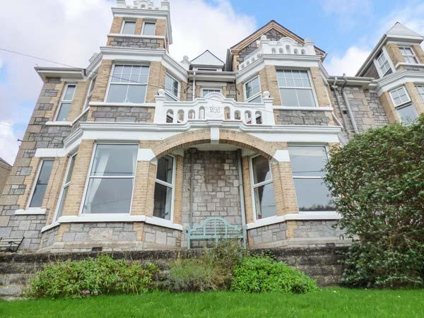 CAPTAIN'S QUARTERS, spacious dog-friendly apartment, garden, WiFi, open fire - Image 1 - Perranporth - rentals