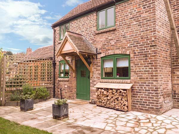 TRAM COTTAGE, pet-friendly cottage with hot tub, woodburner, Bridgnorth, Ref. 929825 - Image 1 - Bridgnorth - rentals