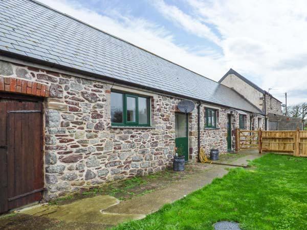 THE LONG BARN, barn conversion, en-suites, woodburner, enclosed garden, Little Haven, Ref 930622 - Image 1 - Little Haven - rentals