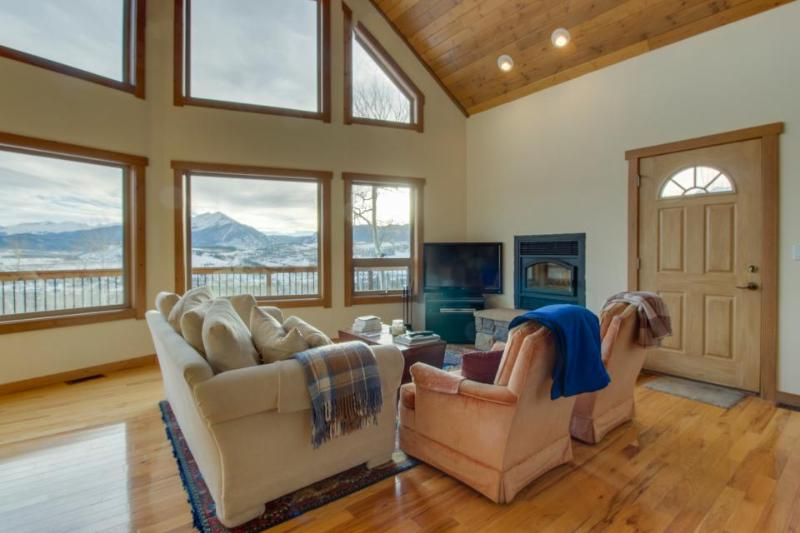 Rugged luxury awaits at this lovely house with stunning mountain & lake views - Image 1 - Silverthorne - rentals
