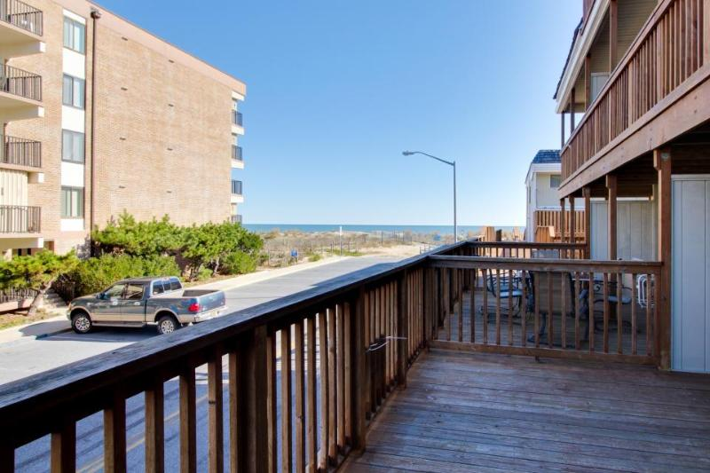 Oceanview condo w/ balcony, beach access & shared pool! - Image 1 - Ocean City - rentals