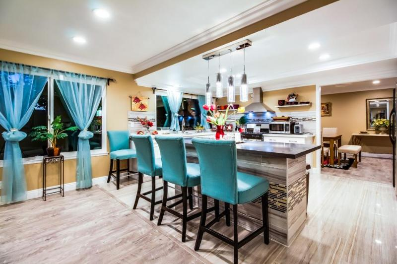 Spacious and accommodating home near Disneyland w/ chef's kitchen, shared pool - Image 1 - Anaheim - rentals