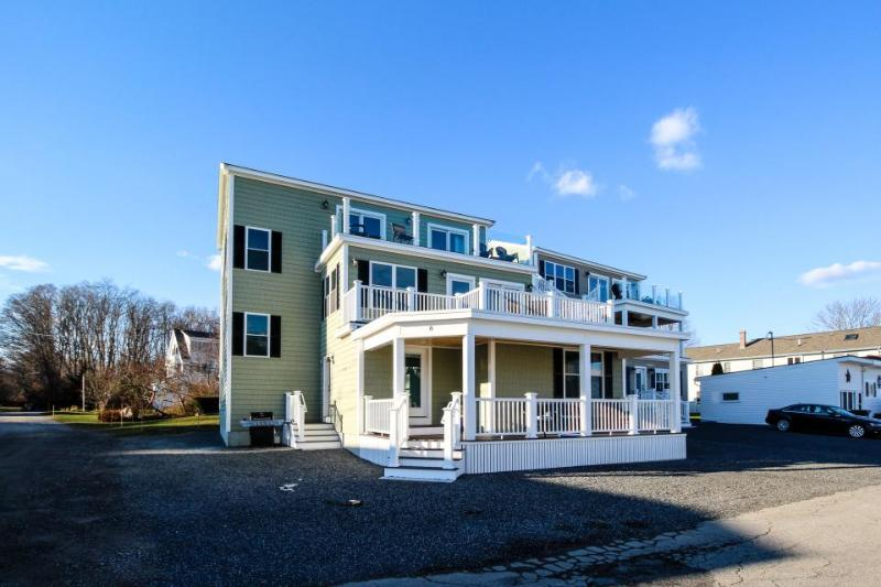 Expansive ocean view home, very elegant, with room for 20! - Image 1 - York - rentals