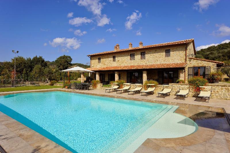 Villa Fontanicchio - Image 1 - Tuoro sul Trasimeno - rentals