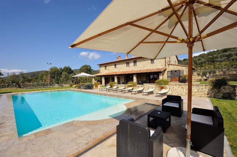 7 bedroom Villa in Tuoro sul Trasimeno, Umbrian countryside, Umbria, Italy - Image 1 - Tuoro sul Trasimeno - rentals