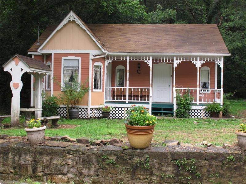 Cottages On Main Street, #5 Peach, 2 Person Spa Tub, Trolley, 5 Blocks to Downtown (flat walk) - Image 1 - Eureka Springs - rentals