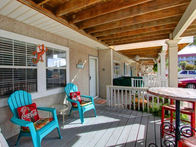 Adorable 2 Bedroom, 1 1/2 Bath Townhouse Located in Downtown Tybee, Steps to Pier!! - Image 1 - Tybee Island - rentals