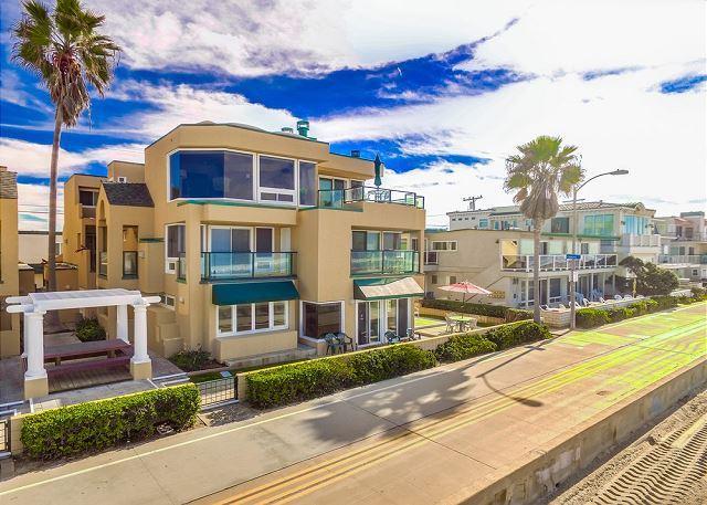 2 Bed 2 Bath Ground Floor Ocean Front Condo - Relaxing Oceanfront Getaway- Ground Floor 2 bed 2 bath with Private Patio - Pacific Beach - rentals