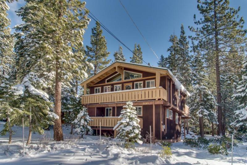 Classic chalet with room for the whole family & easy lake access! - Image 1 - Carnelian Bay - rentals