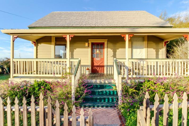 Ocean views and a private deck, two blocks from the beach! - Image 1 - Westport - rentals