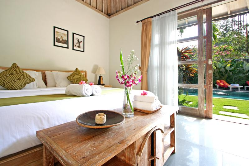 Bungalow bedroom - OCT NOV SPECIAL 650m to beach, Seminyak 6 BR villa - Seminyak - rentals