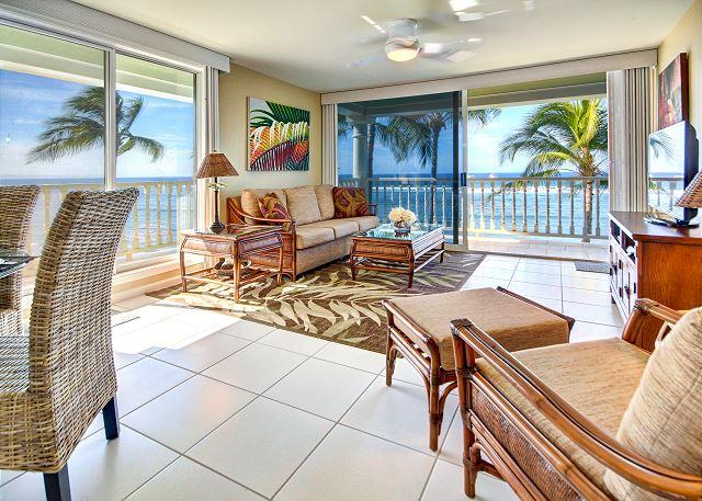 Living Room - Rare Lahaina Shores Oceanfront 1 Bedroom Newly Remodeled Jewel - Lahaina - rentals